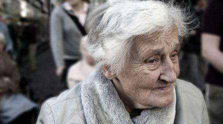 Pourquoi la maladie du parent âgé peut modifier la relation parent enfant