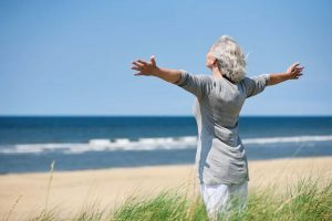 Les personnes âgées voyageant seules : Quelques solutions intéressantes