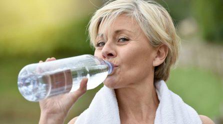 Pourquoi s'hydrater est-il crucial pour les personnes âgées ?