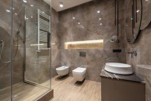 Le tabouret de douche, le meilleur accessoire pour plus de sécurité sous la douche