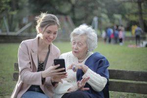 La téléassistance, un outil sécurisant pour les personnes âgées